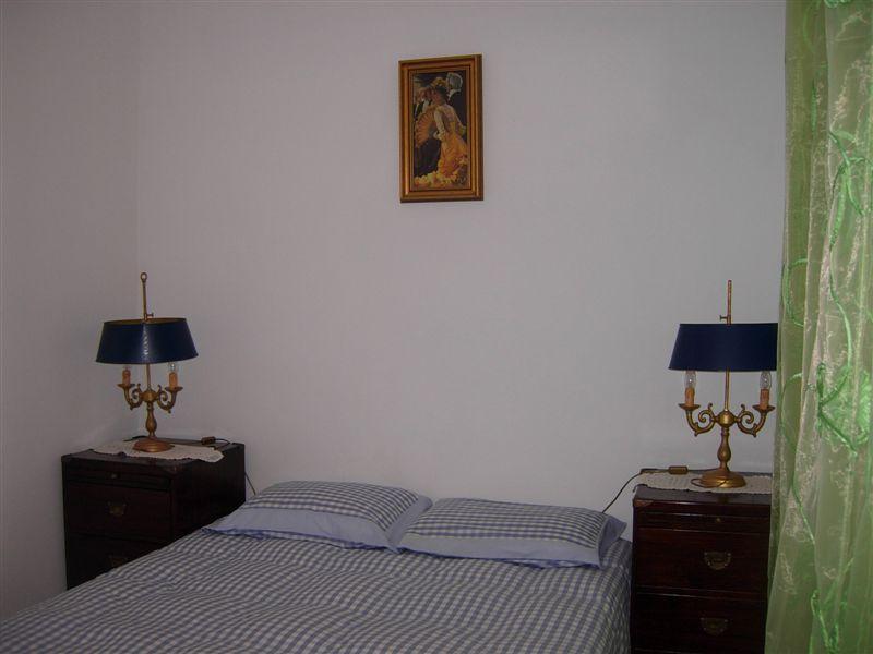 Chambre 3 avec un lit double au rez de chaussée