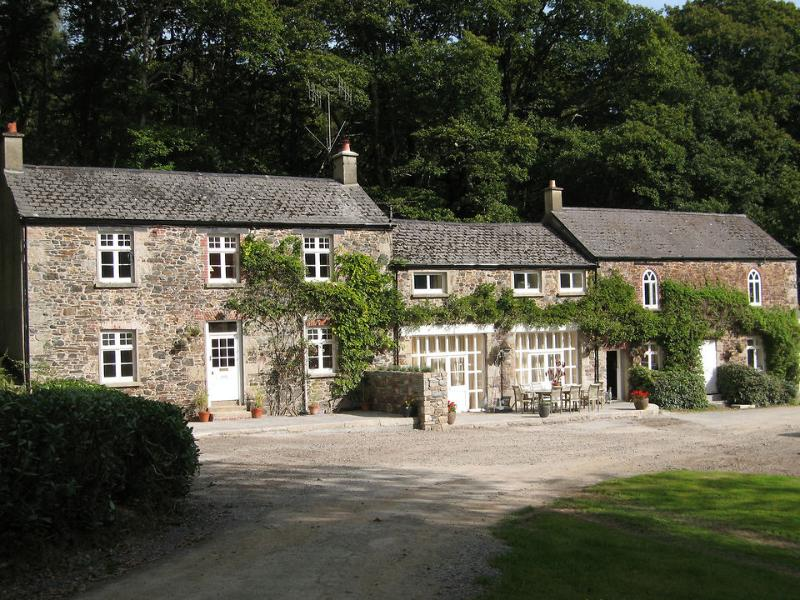 Groom's Cottage (left) & Carriage House (right)
