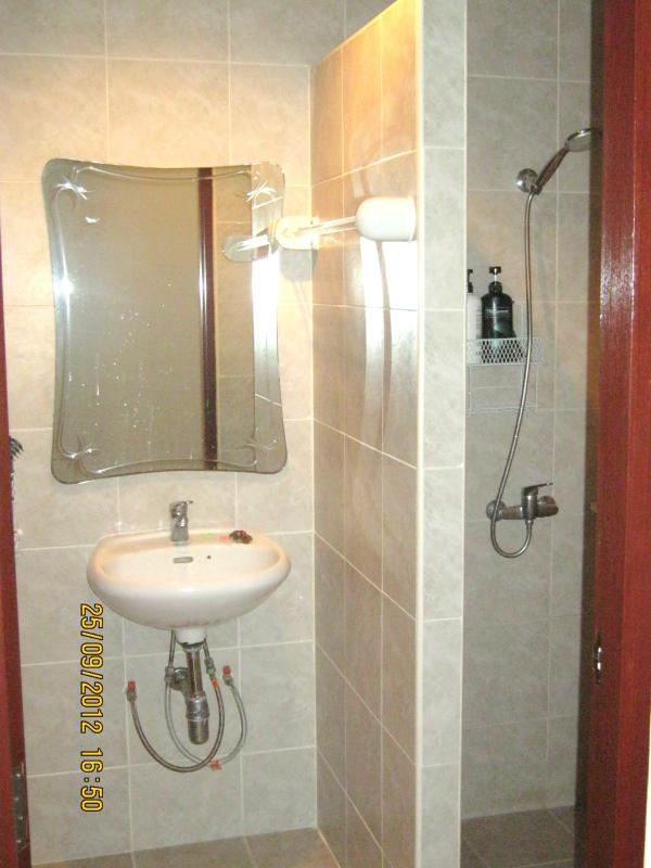 Upper Shower Room