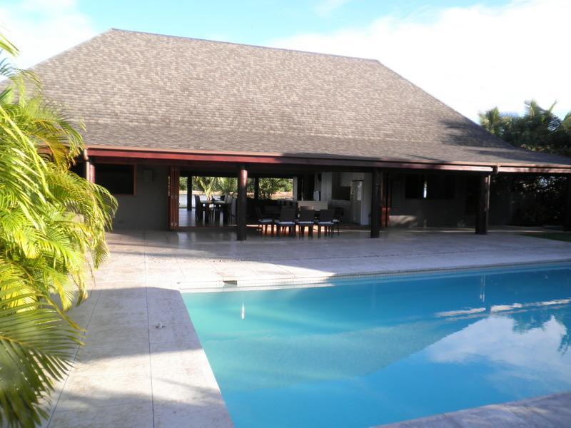 Grand Bure Pool sida