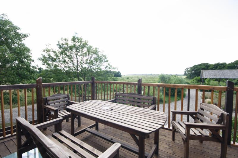Balkon. Der Balkon ist nach Westen ausgerichtet und fängt die Sonne fast den ganzen Tag mit spektakulären Sonnenuntergang zu