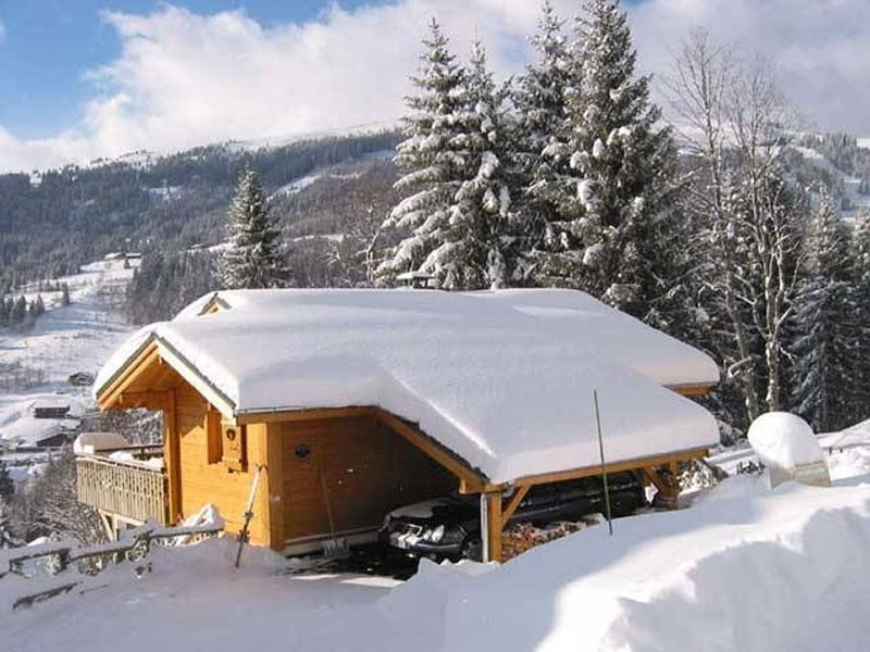 Chalet Chardon - three bedrooms, hot tub, very close to piste, vacation rental in Les Gets