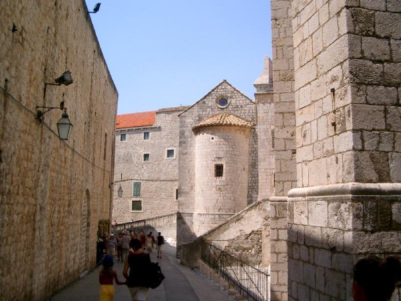 Casco antiguo de Dubrovnik - entrada de puerta Ploce