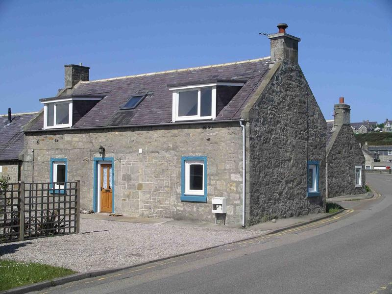 Seatown Cottage - a traditional holiday cottage in a stunning location by the sea
