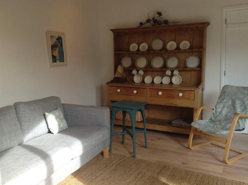 The sitting room - view 2