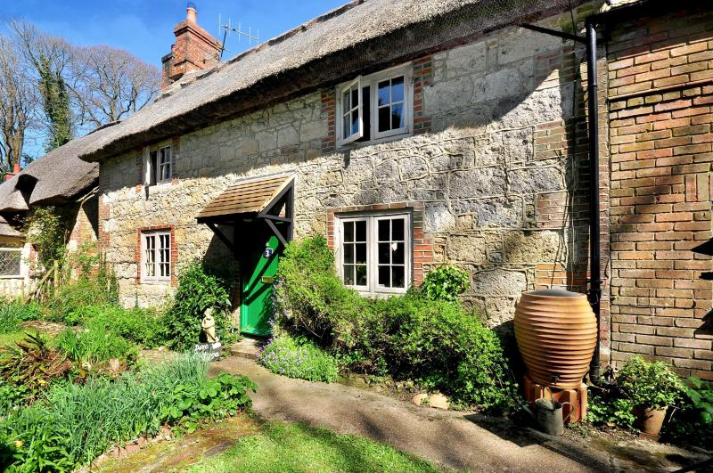 Dove Cottage, holiday rental in Brighstone