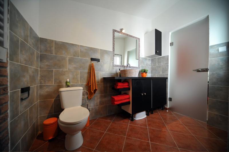 Casa Roja - bathroom