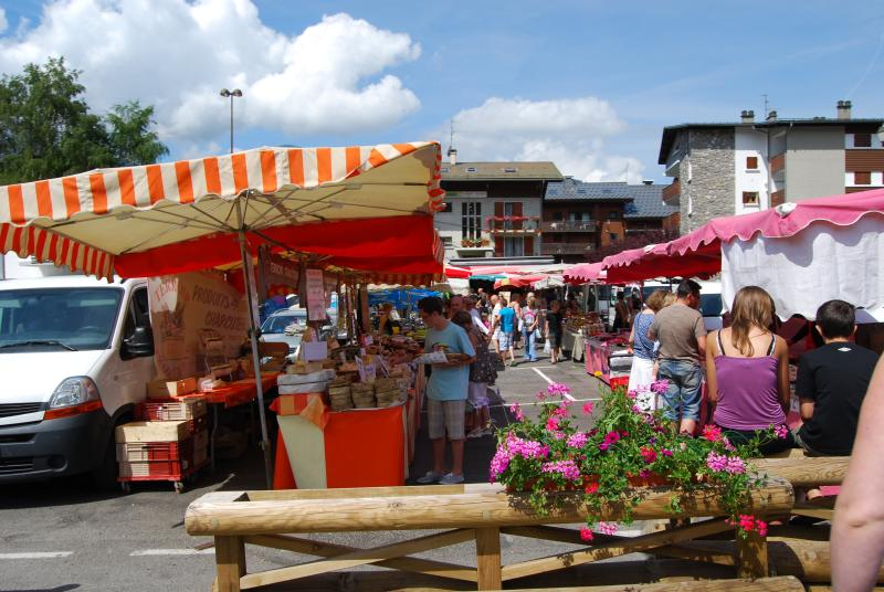 'Le marché' des Carroz in summer
