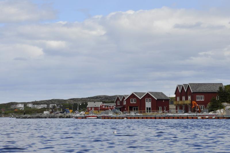 Kvenvær (restaurant, shop, petrol, air for diving etc)