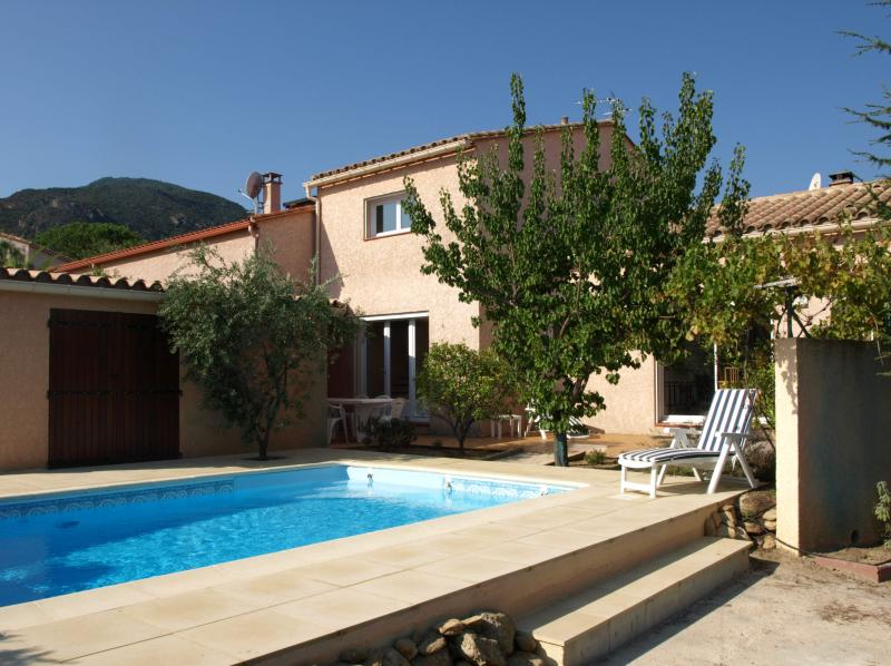Laroqueholidayvilla: Villa with own Heated Pool, holiday rental in Montesquieu des Alberes