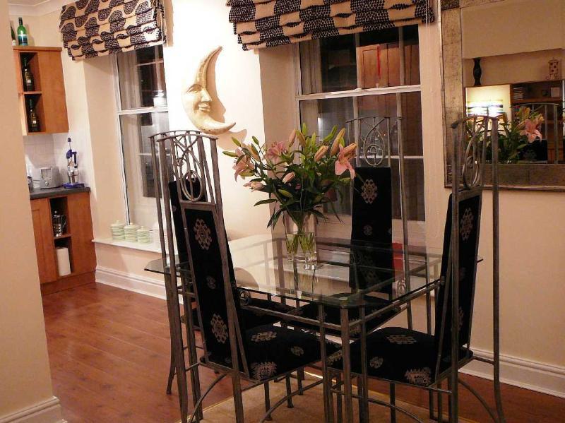 Élégante salle à manger dans l'appartement de clair de lune, Durham