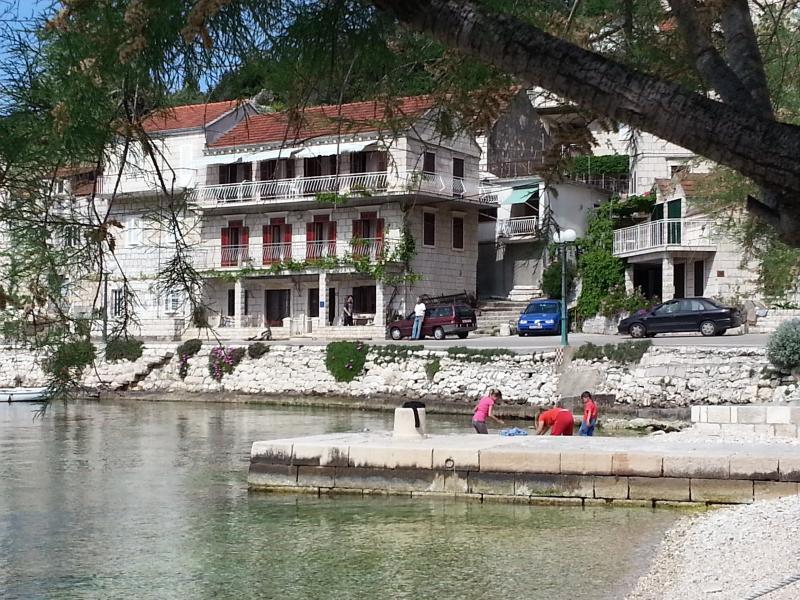 Apartment Gorana nmb1 Racisce, vacation rental in Racisce