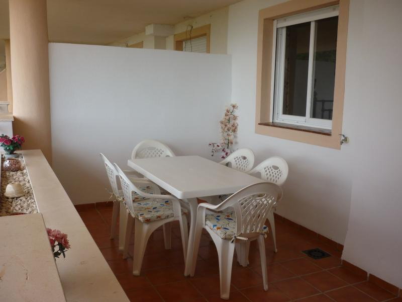 Outside shaded upper terrace. Dining table for 6 people.
