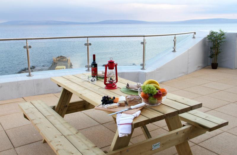 Galway Bay Sea View Apartments, holiday rental in Galway