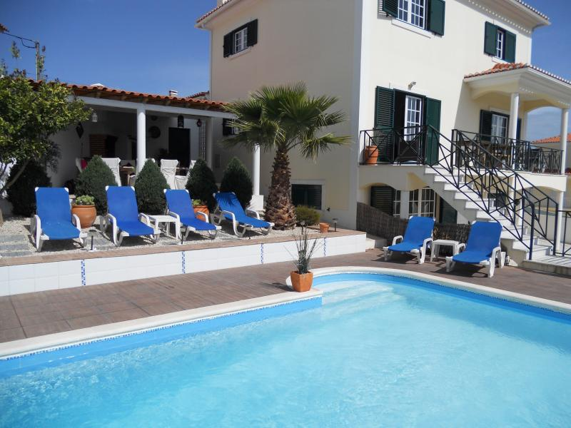 Luxury 5 BED Villa/ Heated Pool/WIFI/Outside Dining near Ericeira -sleeps 12+2, holiday rental in Lisbon District