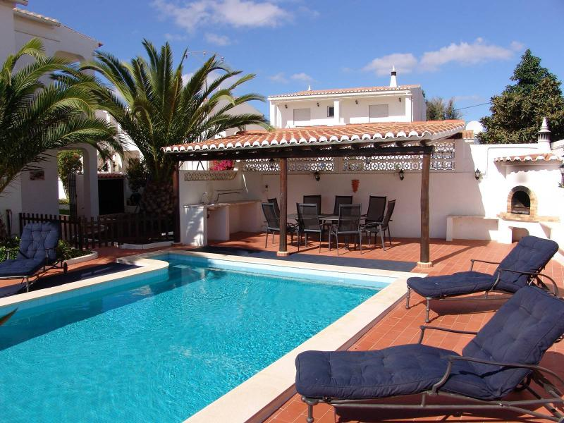 Casa Sandra- Luxury Villa in Algarve. Near Lagos **No TripAdvisor Booking Fees**, casa vacanza a Barao de Sao Miguel