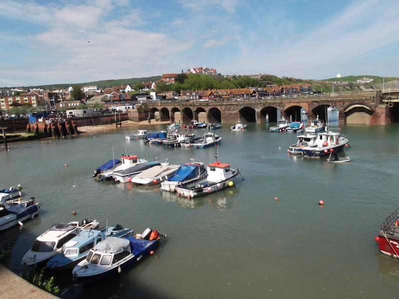 Folkestone Harbour is 3 minutes' walk away. Buy fresh fish or eat in the wide range of eateries