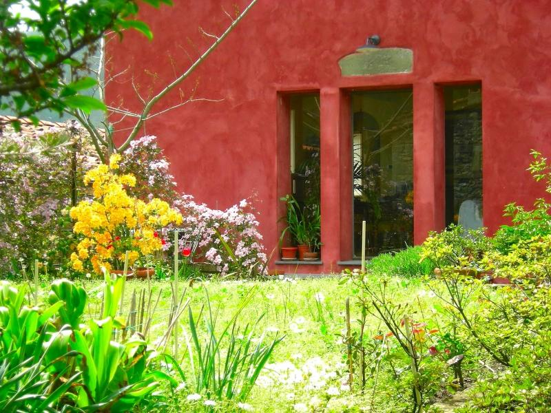 Casa Rossa, Charming Tuscan Cottage with garden, holiday rental in Convalle