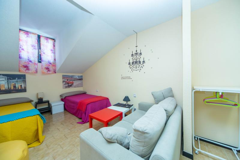 Place&Price: Charming, heart of Madrid SOL area, 70 m2, 2 rooms, XBOX, holiday rental in Madrid