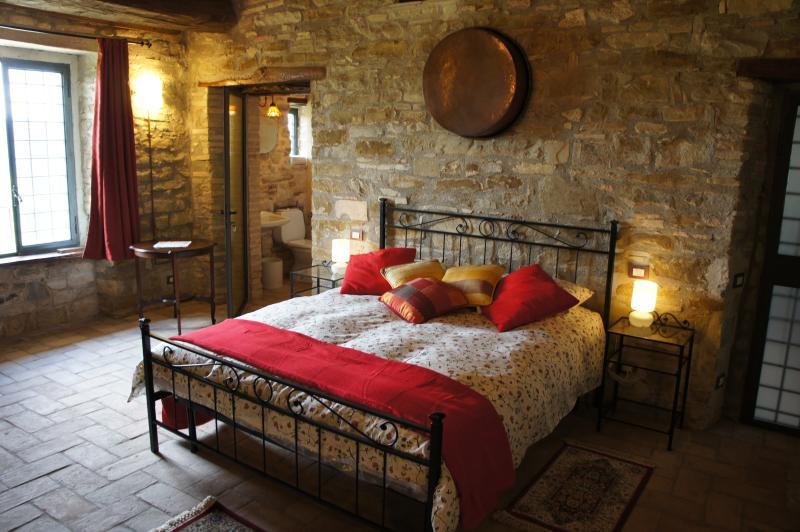 Dormitorio con baño privado