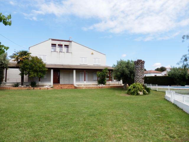 Villa para 11 personas, piscina y pista deportiva, vacation rental in Coma Ruga