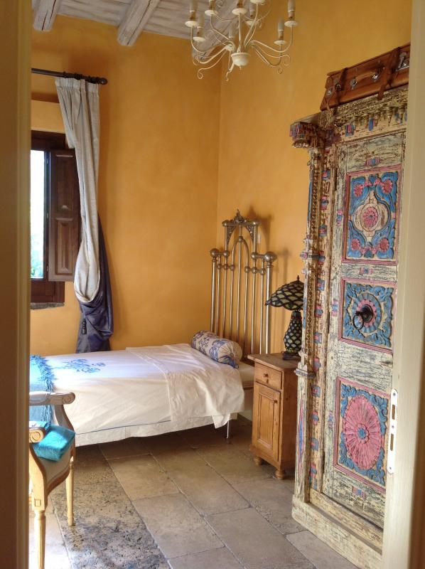 one of the single bedrooms in the dependance