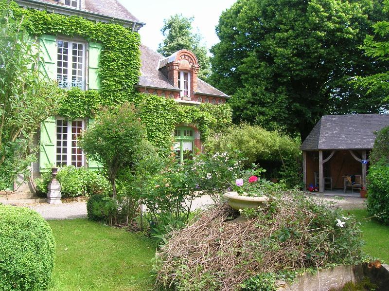 Garten anzeigen 'Préaux' für Mahlzeiten im freien