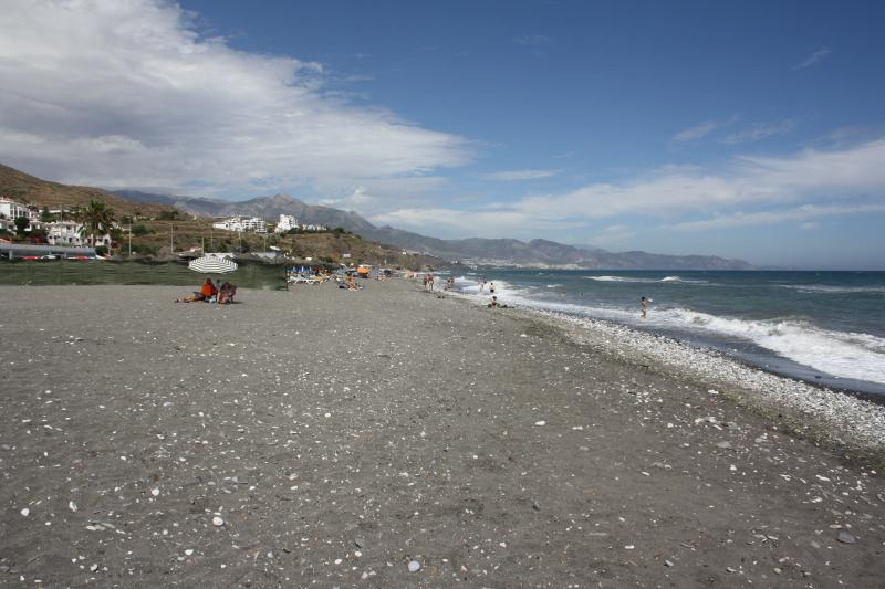 The El Penoncillo is a natural beach within easy walking distance were you can find restaurants