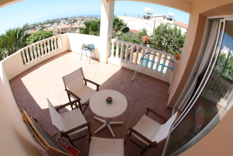 Apart. with sea view and pool, holiday rental in Empa