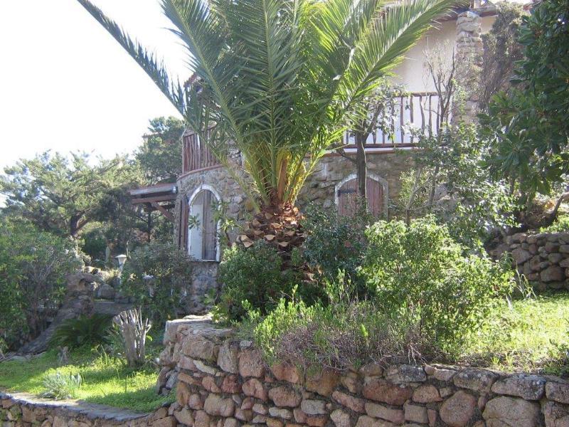 villa indipendente su 2 livelli.  Vista mare, vacation rental in Baia Sardinia