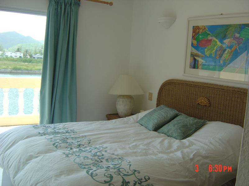 Double Bed/en suite waterfront.