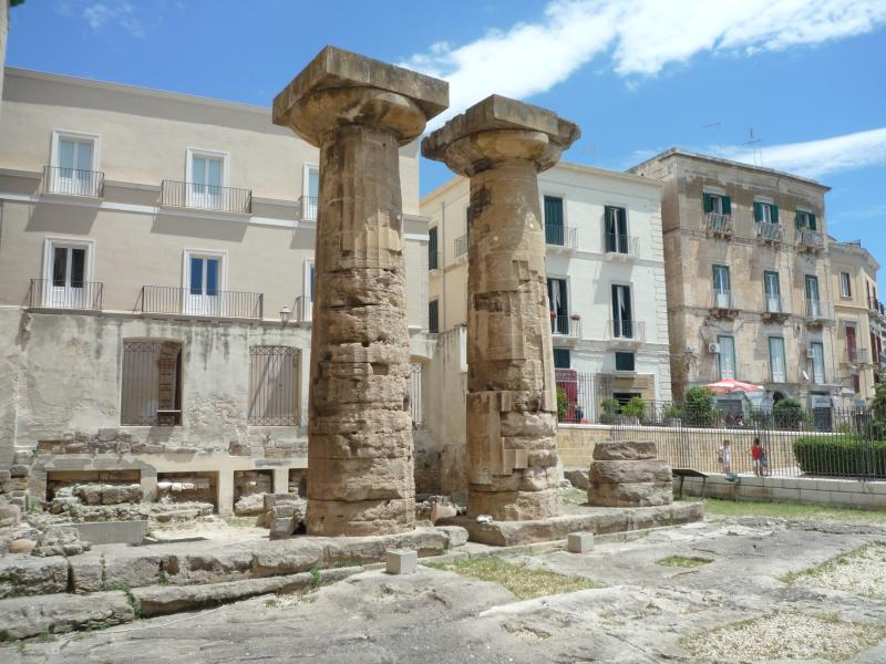 the remains of the Greek temple of Taranto
