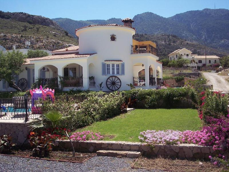 Front view of La Casa Magdalena