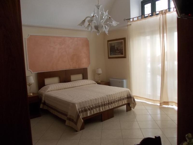 Andria b&b SUIT ELISABETTA, holiday rental in Canosa di Puglia