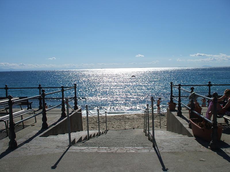 Afrit/toegang voor het plaatselijke strand in Santa Maria /