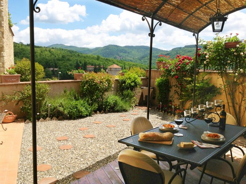 Al Fresco Dining in your own private garden with traditional BBQ & view over the village