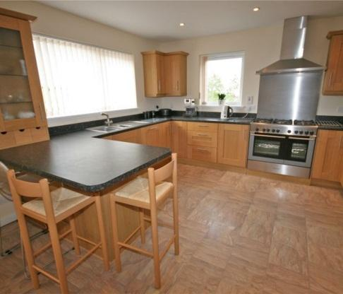 Spacious kitchen .breakfast bar range cooker and american fr./frzr. plenty room for 6 settings table