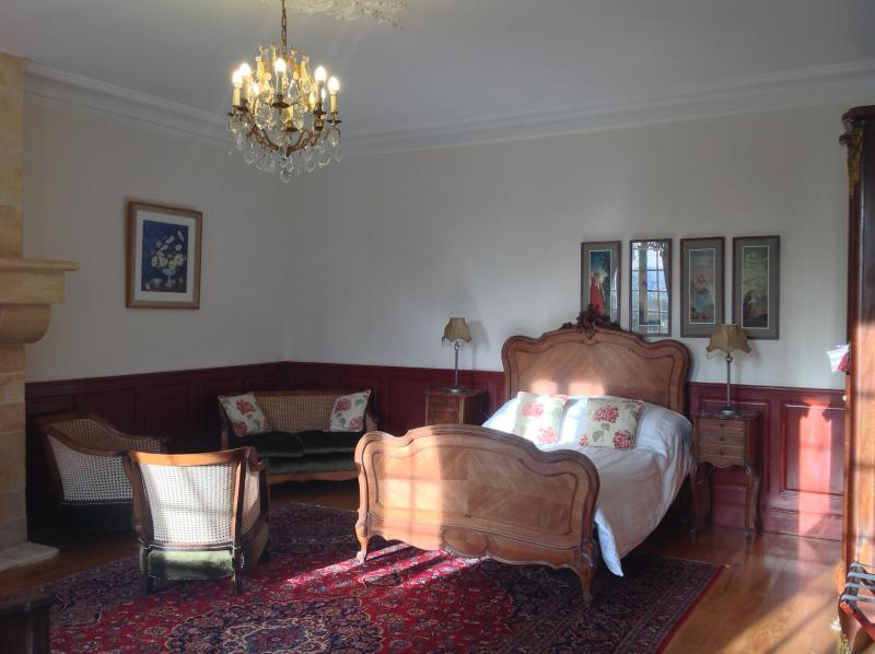 Cezanne Room with private lounge area