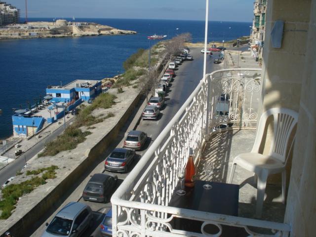 Enjoy the Sunny side of Valletta