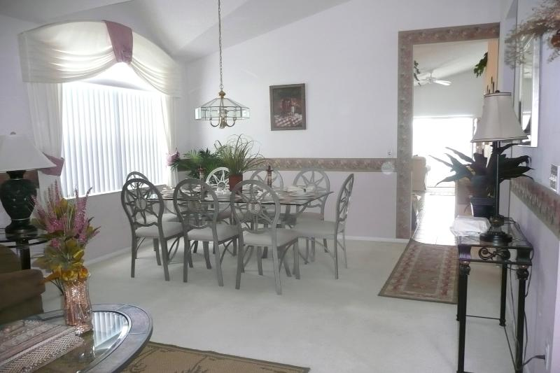Dining Area for all 8 Guests