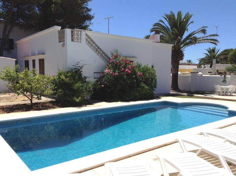 Villa with large Pool and plenty of sunbeds