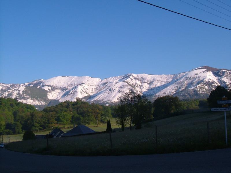 Winteransicht von glücklichen Pyrenäen