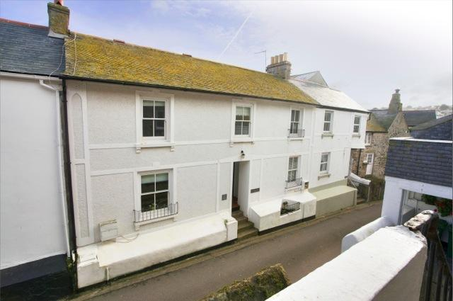 No 11 Fish Street - stone's throw from the Harbour