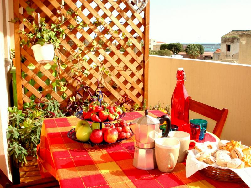 Apartment, Central, Terrasse, Sea View, Parking, holiday rental in Cagliari