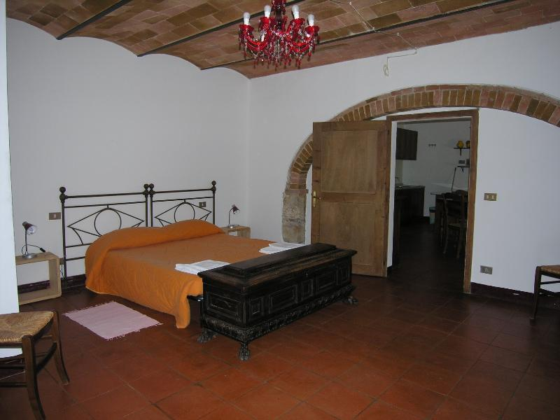 mensanello 3 places apt with pool, vacation rental in Colle di Val d'Elsa