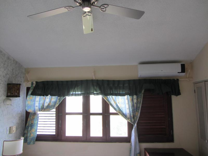 Bedroom fan and Air Conditioning
