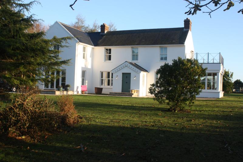 Clonsharragh Lodge, Duncannon, Wexford, vacation rental in Ballilogue