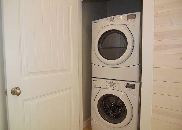 2 uppsättningar tvättmaskiner / torktumlare för din bekvämlighet.