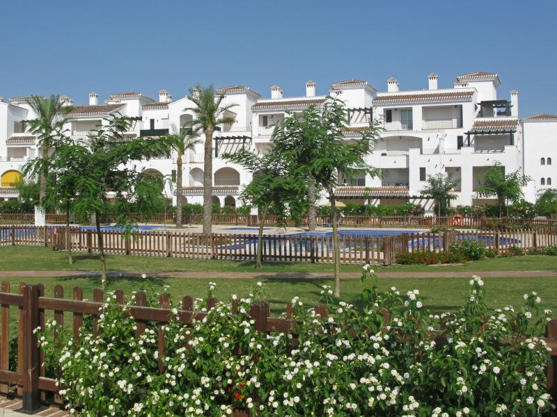 Apartment has easy access to the well-maintained gardens and pools