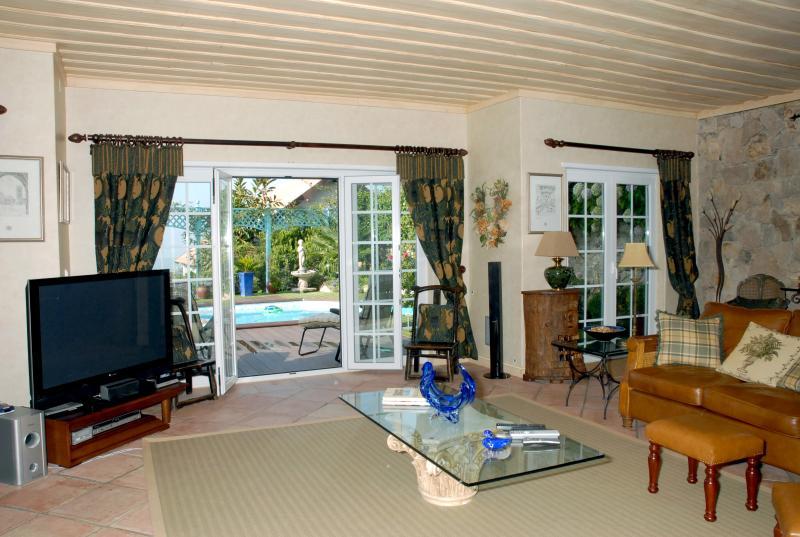 Sitting room towards the pool/garden area
